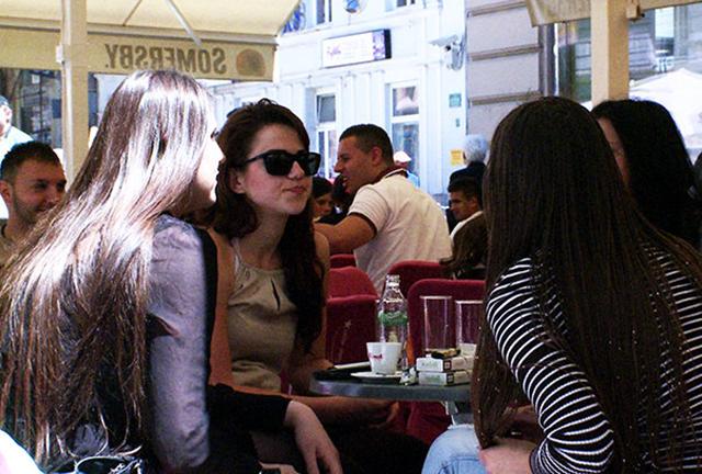Mladi na kafi